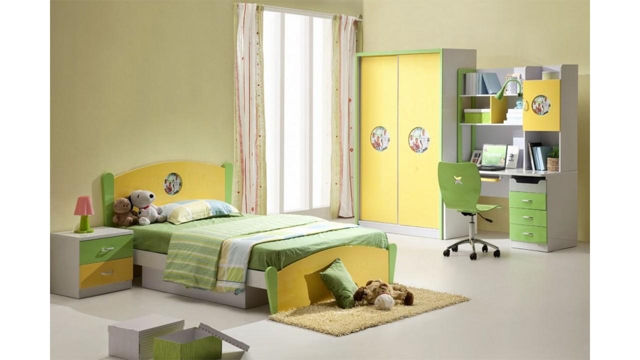 Kamar tidur anak perempuan berwarna