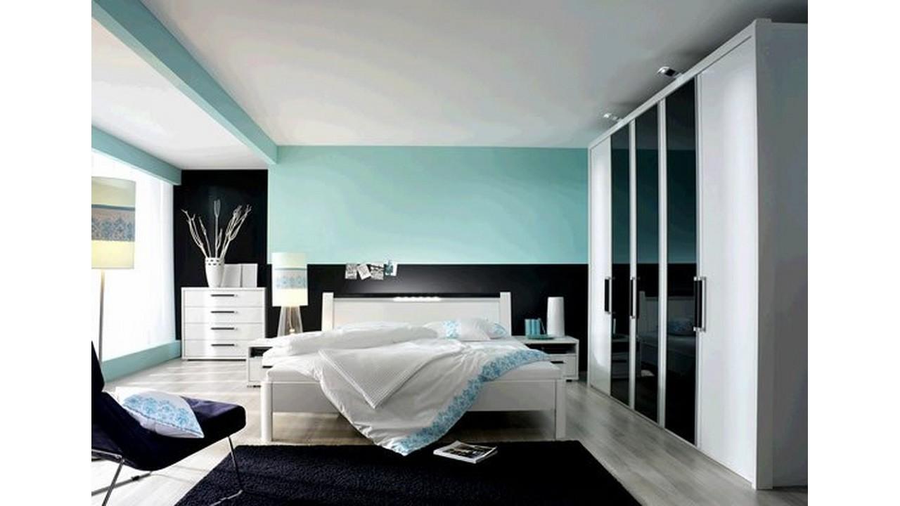 Kamar tidur utama dinding cerah