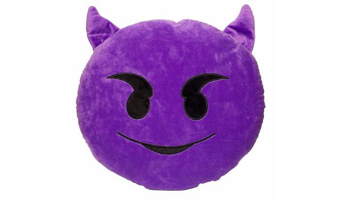 Bantal guling emoji evil