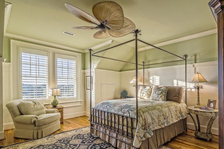 Kamar tidur klasik elegan